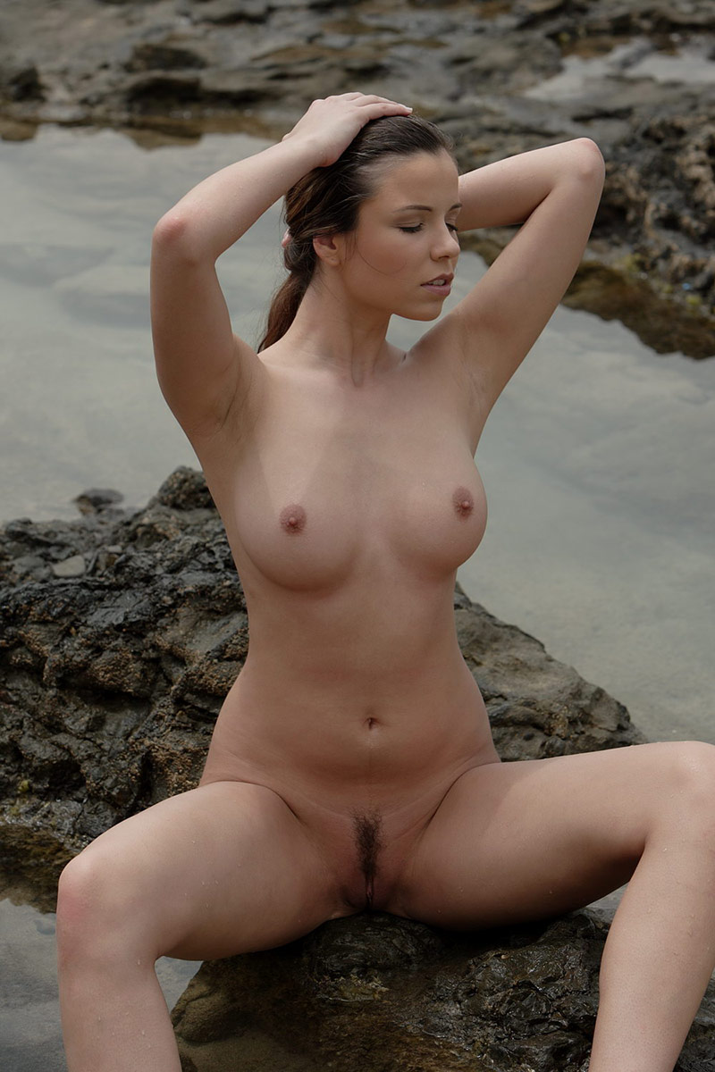 Sey Girl With Beautiful Big Boobs Posing Naked Outdoors
