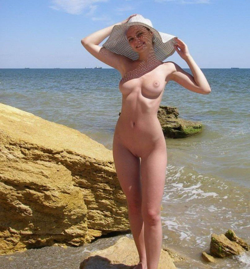Naked Amateur Girl In A White Hat Is Showing Her Big Boobs Posing On