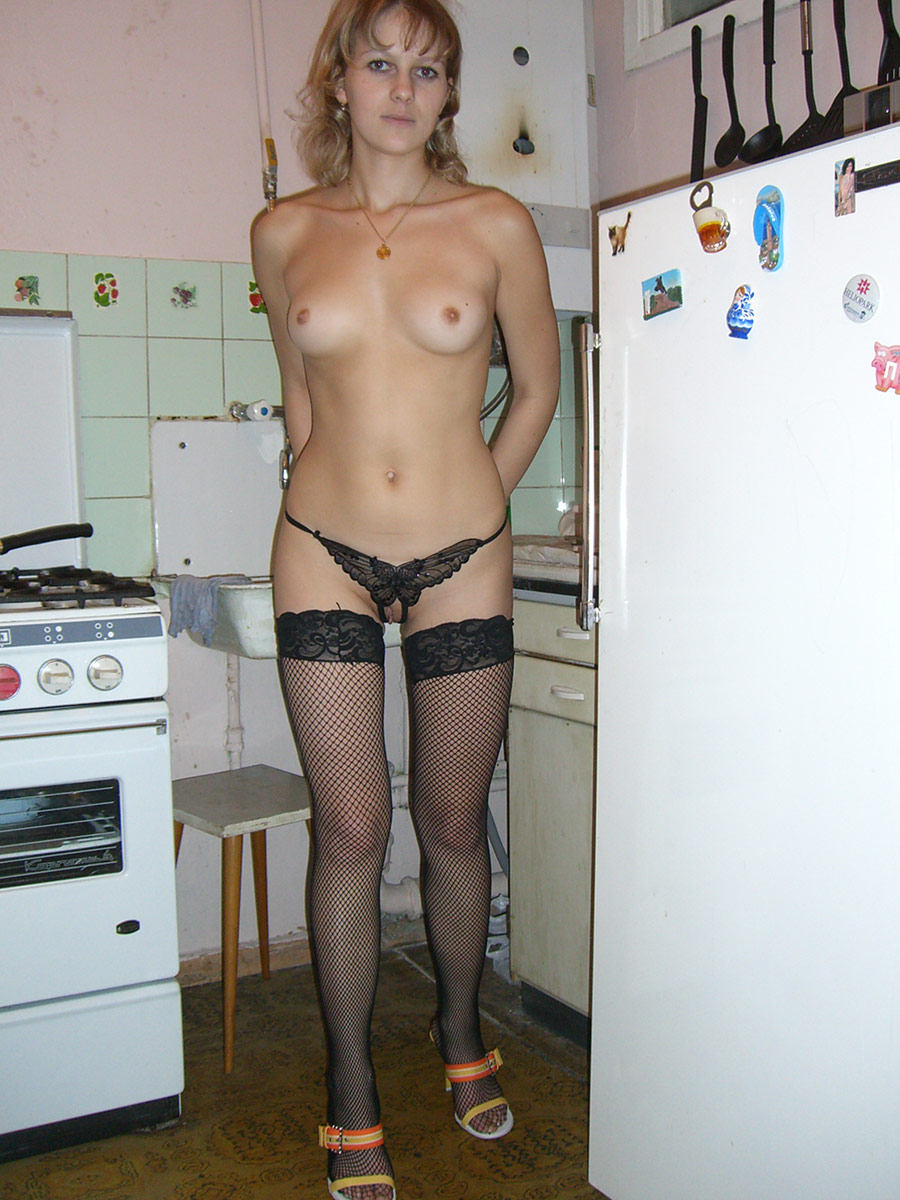 Nice Russian Girl In Sexy Panties Posing At Kitchen -1508