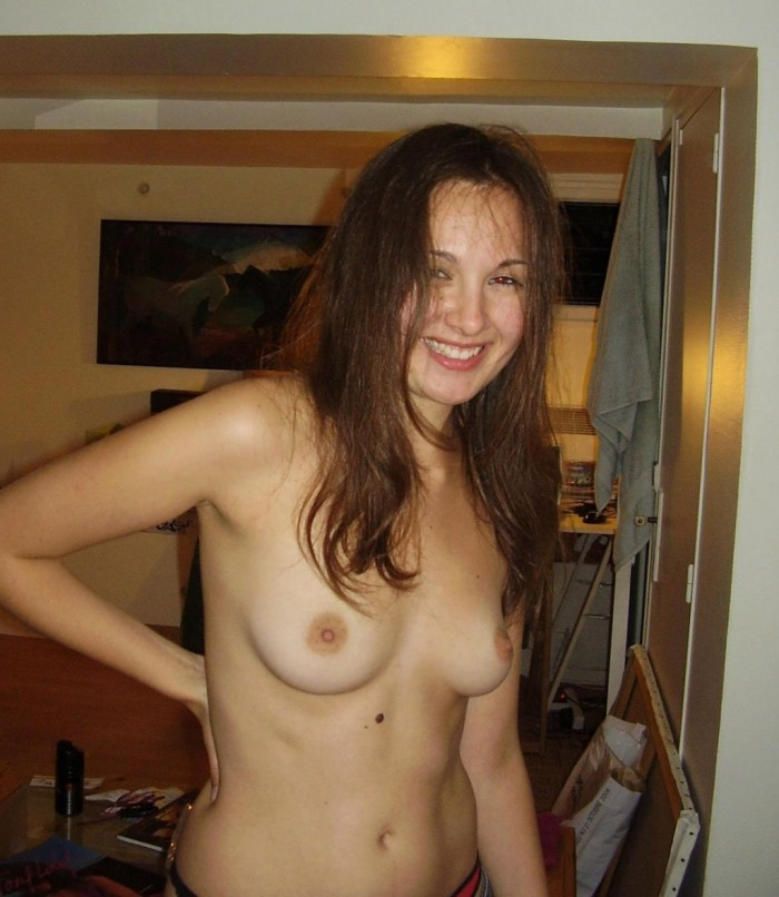 Sweet amateur girl posing naked at home