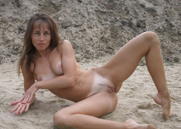 hottest women on the beach nude