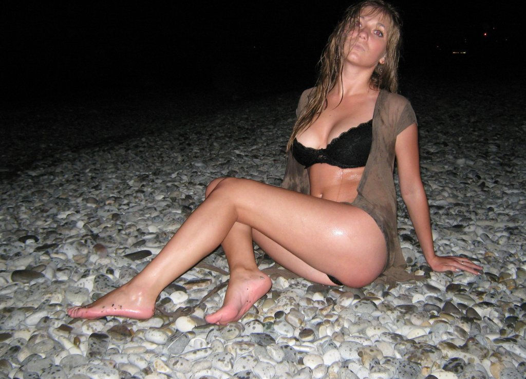 Amazing Sporty Babe Posing At Night Beach Non-Nude, But -1478