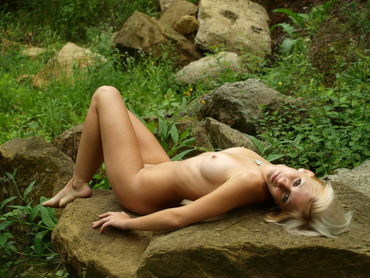 Skinny Blonde Russian Girl With Amazing Body Posing Naked -1004