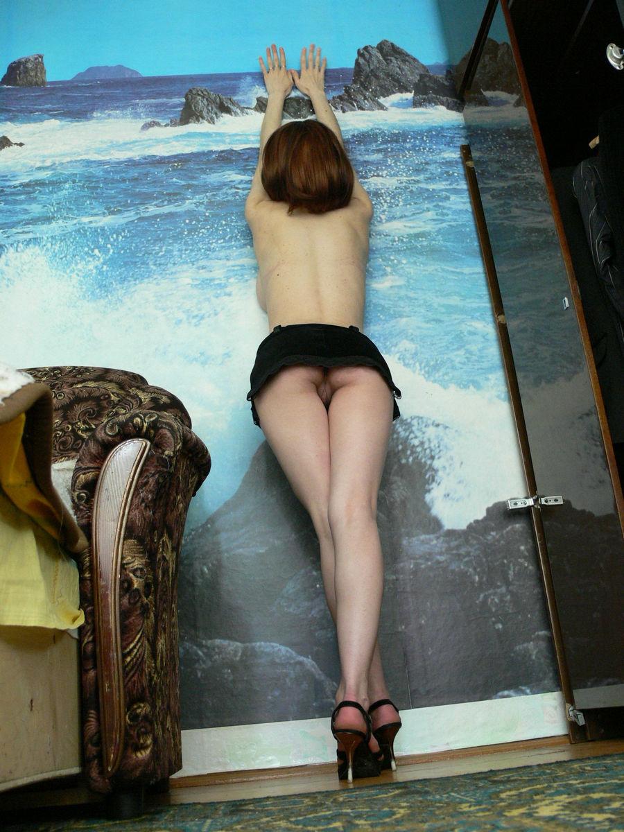 Фото девушка нагнулась в трусиках 21 фотография
