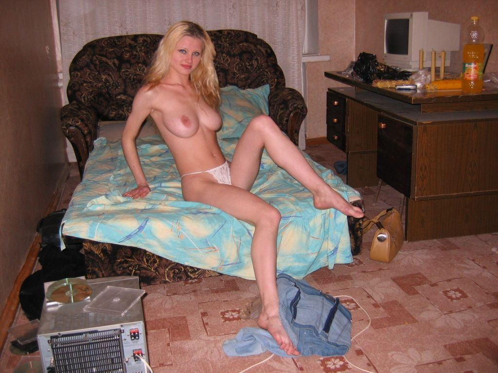 Interracial spit roasting white girl_pic18701