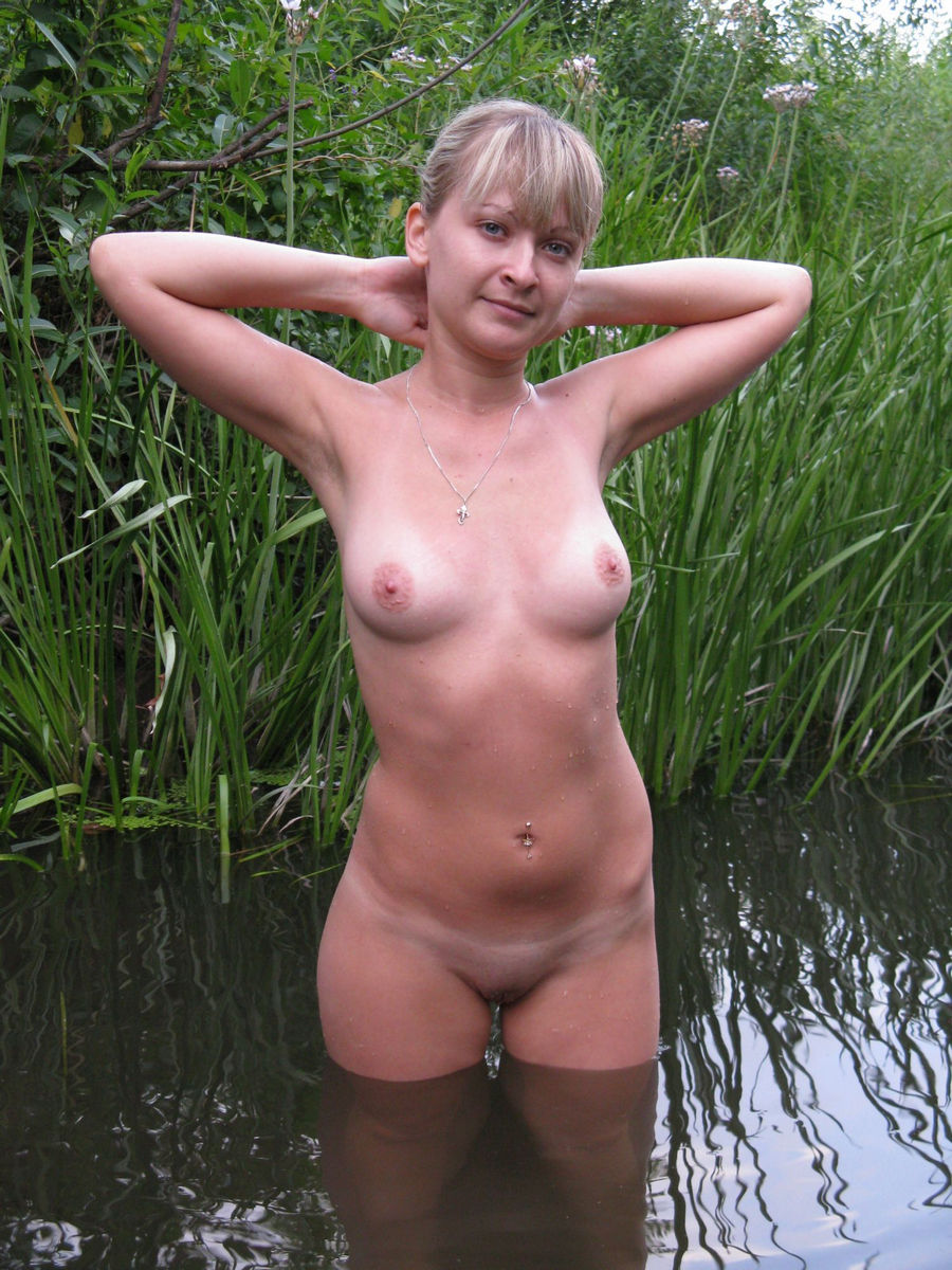 Lovely Russian Amateur Girl Posing Naked Outdoors -5850