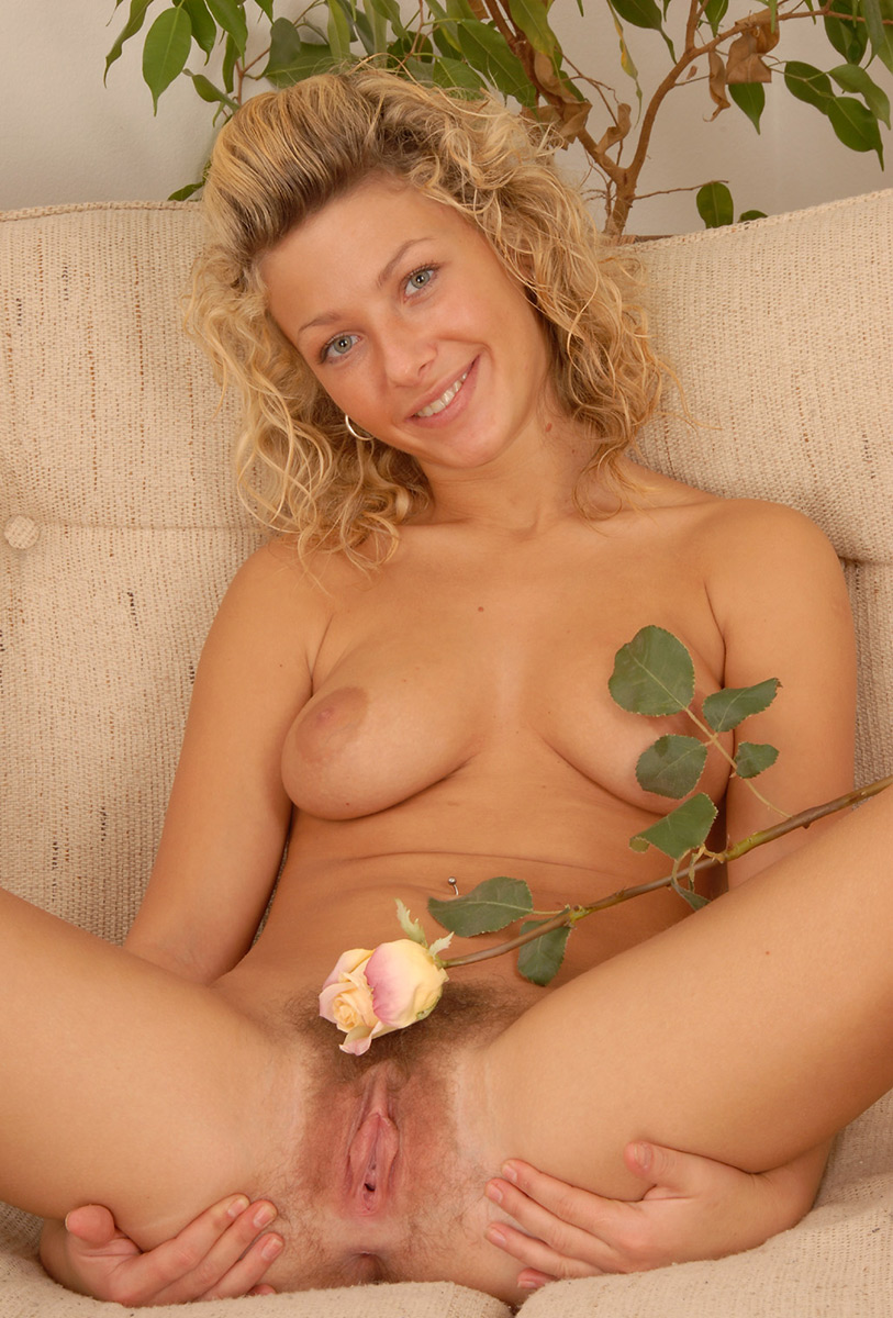 blonde-chick-with-nice-pussy