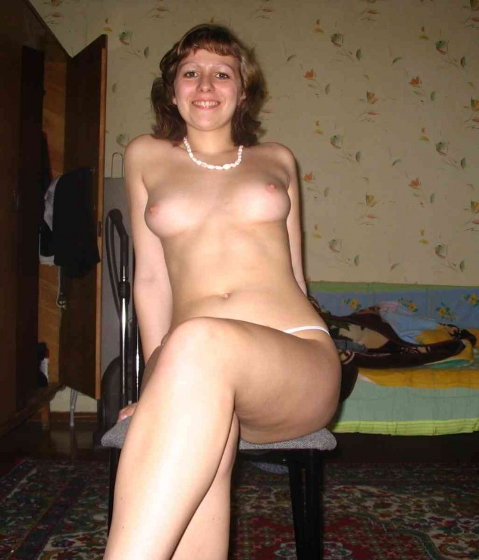 Nice Russian Wife Posing Topless At Home  Russian Sexy Girls-2600