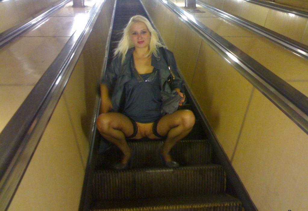 домой под юбки в метро трусики одевают страпон