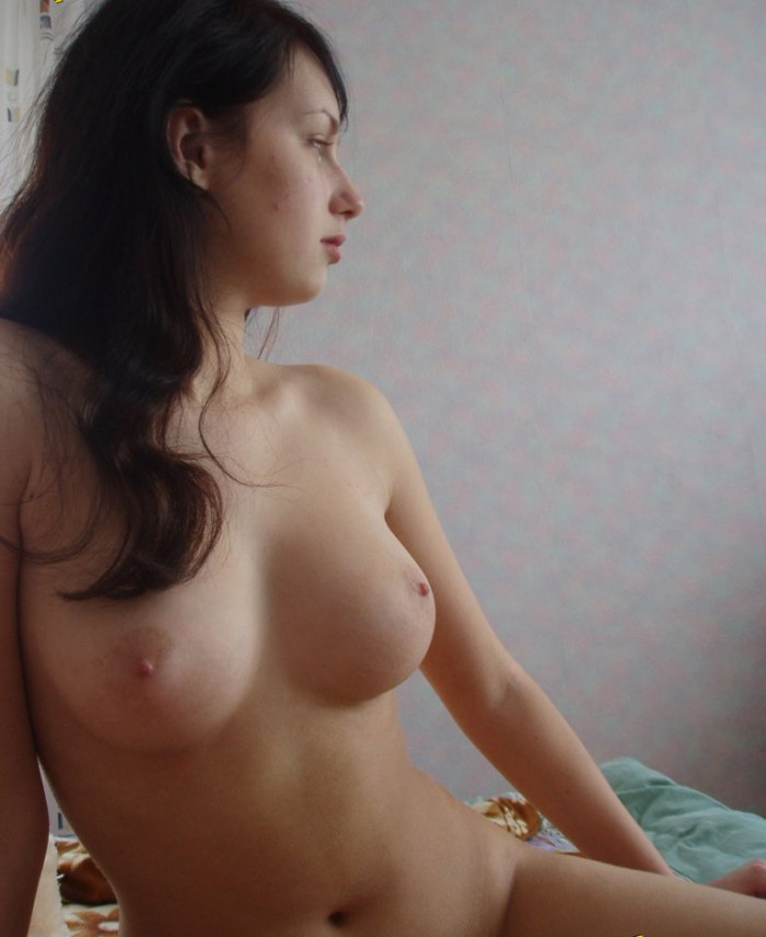 Nice amateur girl with sweet body at home
