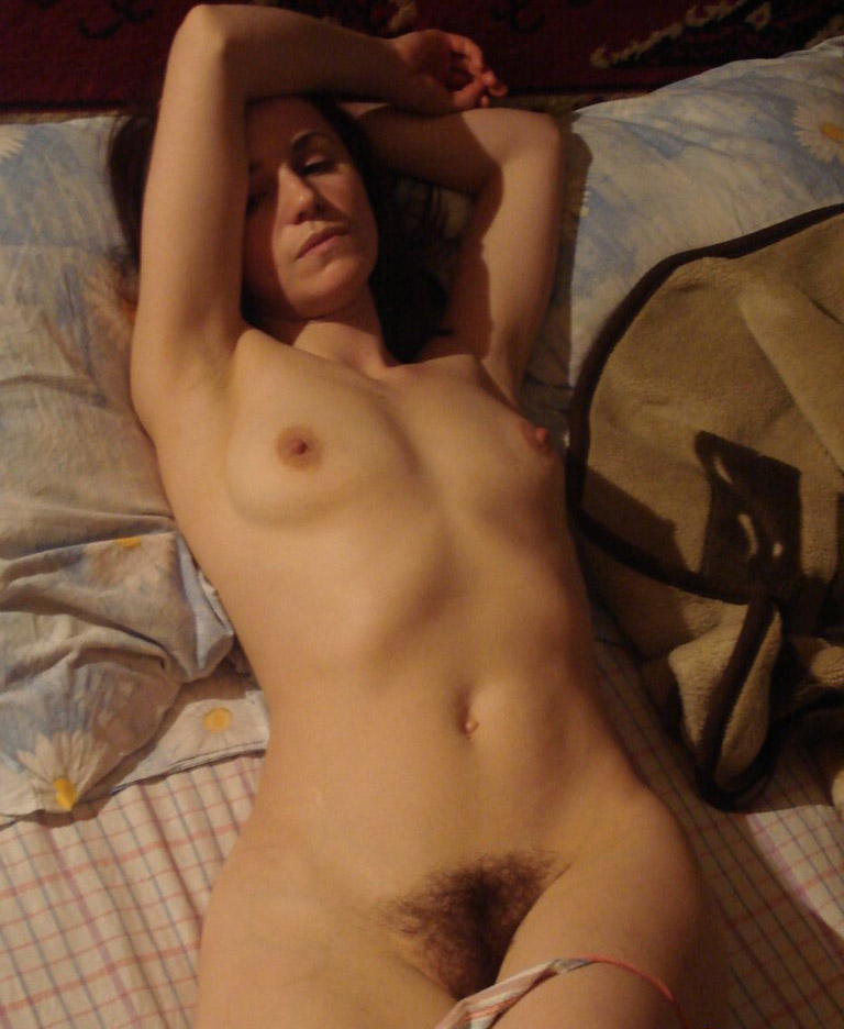 Hairy pussy amateur bed