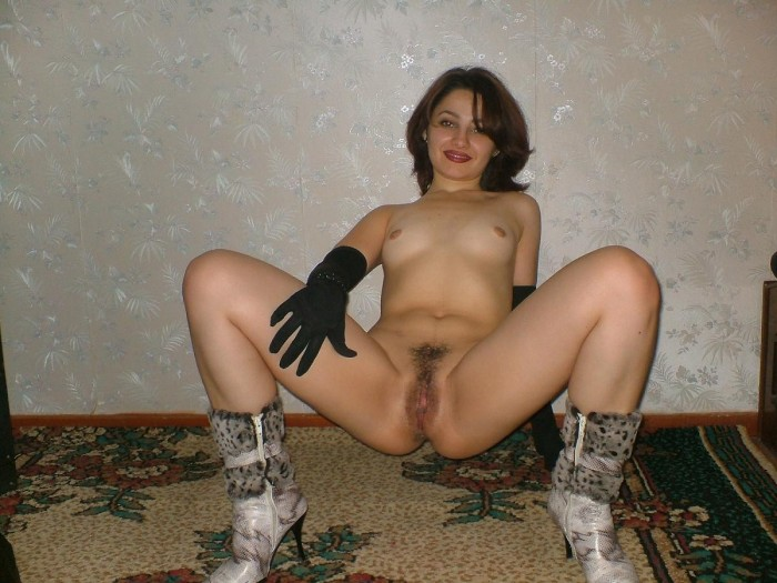 Russian pussy is showing her unbelievable hot nude body