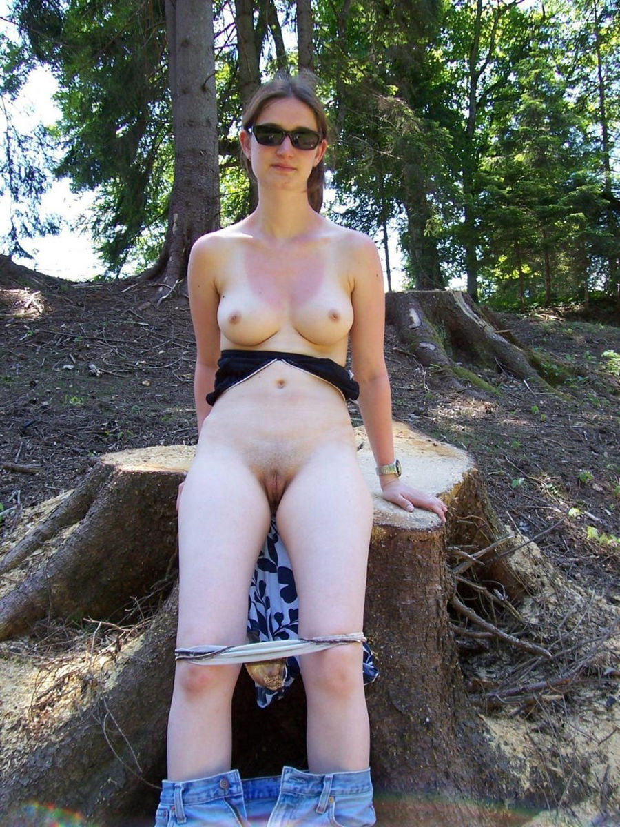 Cameltoe chubby nude girl in the woods
