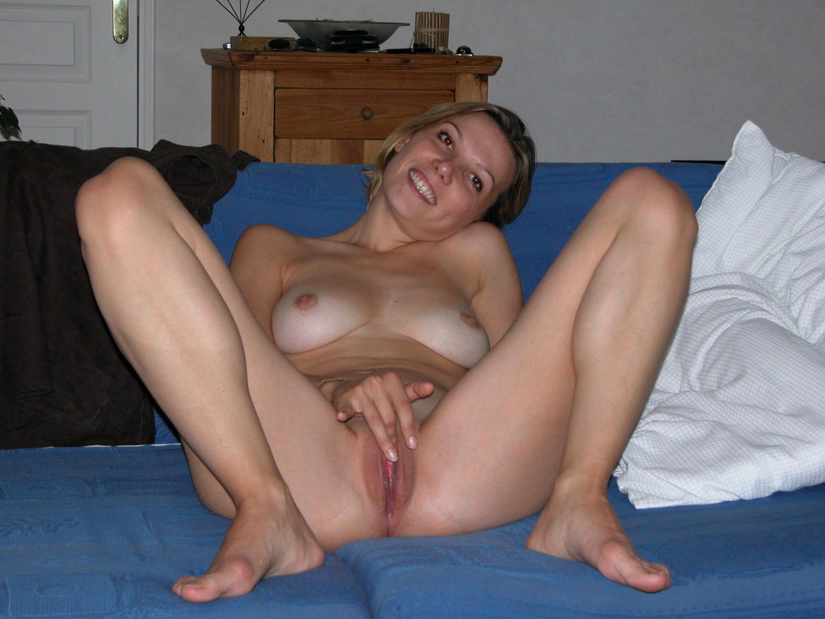 shaved Nude blonde