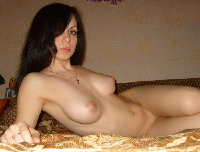 Sexy amateur brunette with perfect boobs posing in bed.jpg