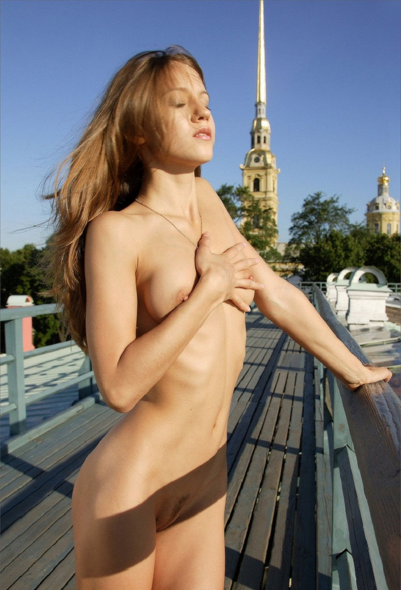 Beautiful Skinny Girl Posing Naked Outdoors On The Roof -8995