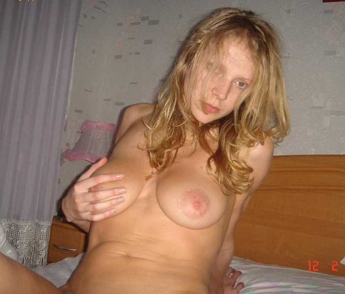 Beautiful russian blondie loving camera action for getting naked in her house