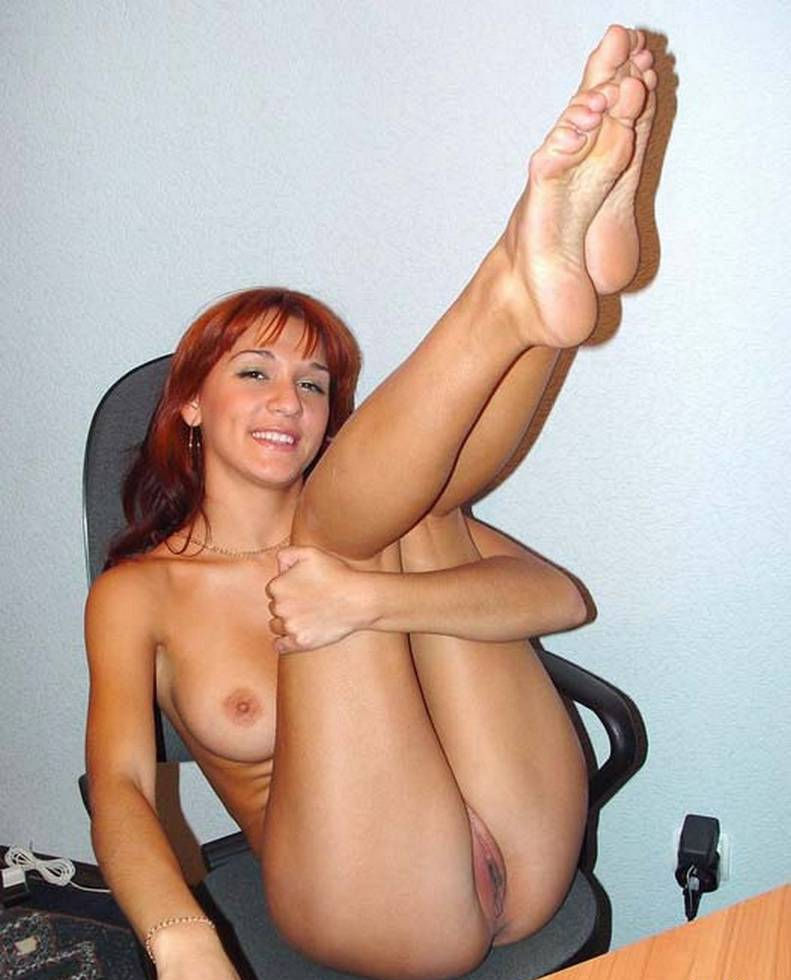 Amazing Amateur Redhead Girl With Perfect Boobs Posing In Office -4252