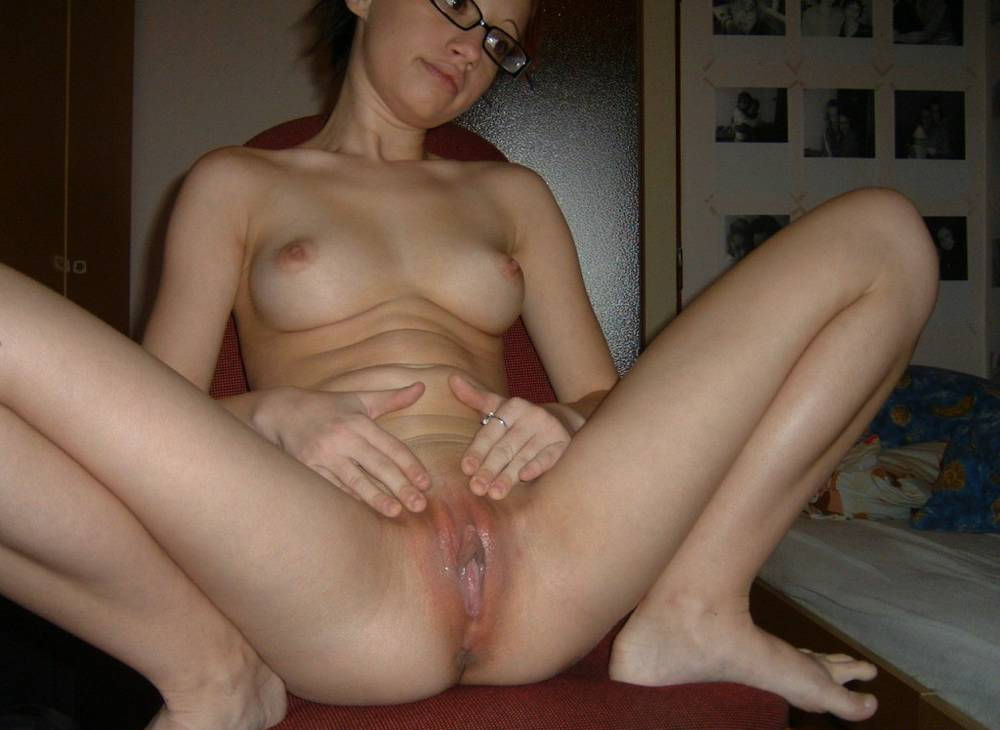 Shorthaired girl with trimmed pussy relaxing at the nudist 8