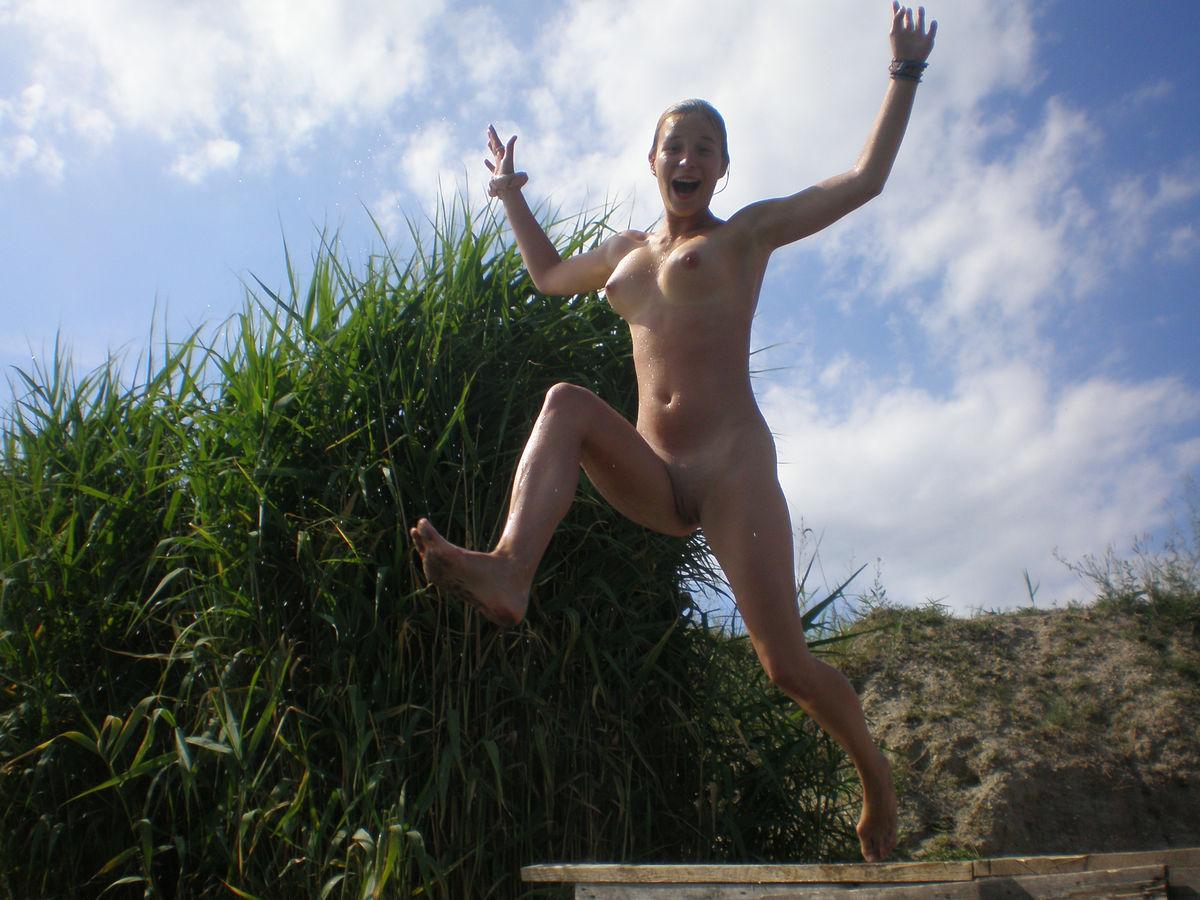 eroticheskie-foto-devushki-na-otdihe