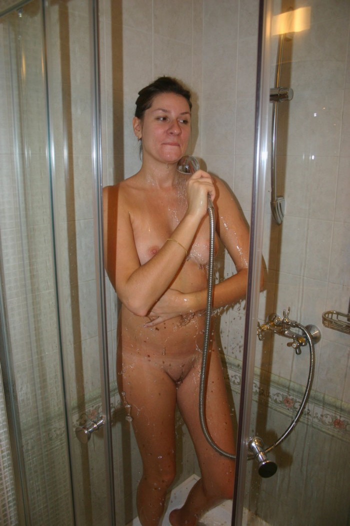 Яблочко milf shower hide clothes video think, what