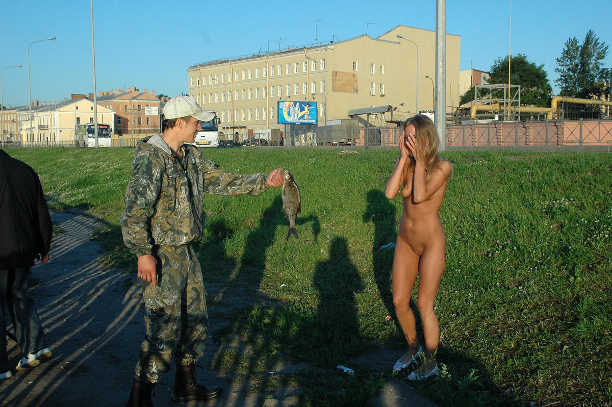 Nice Sporty Blonde Posing Naked At Public With Stranger S