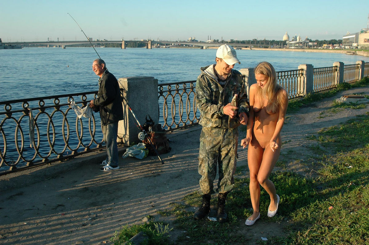 Nice Sporty Blonde Posing Naked At Public With Stranger -8621