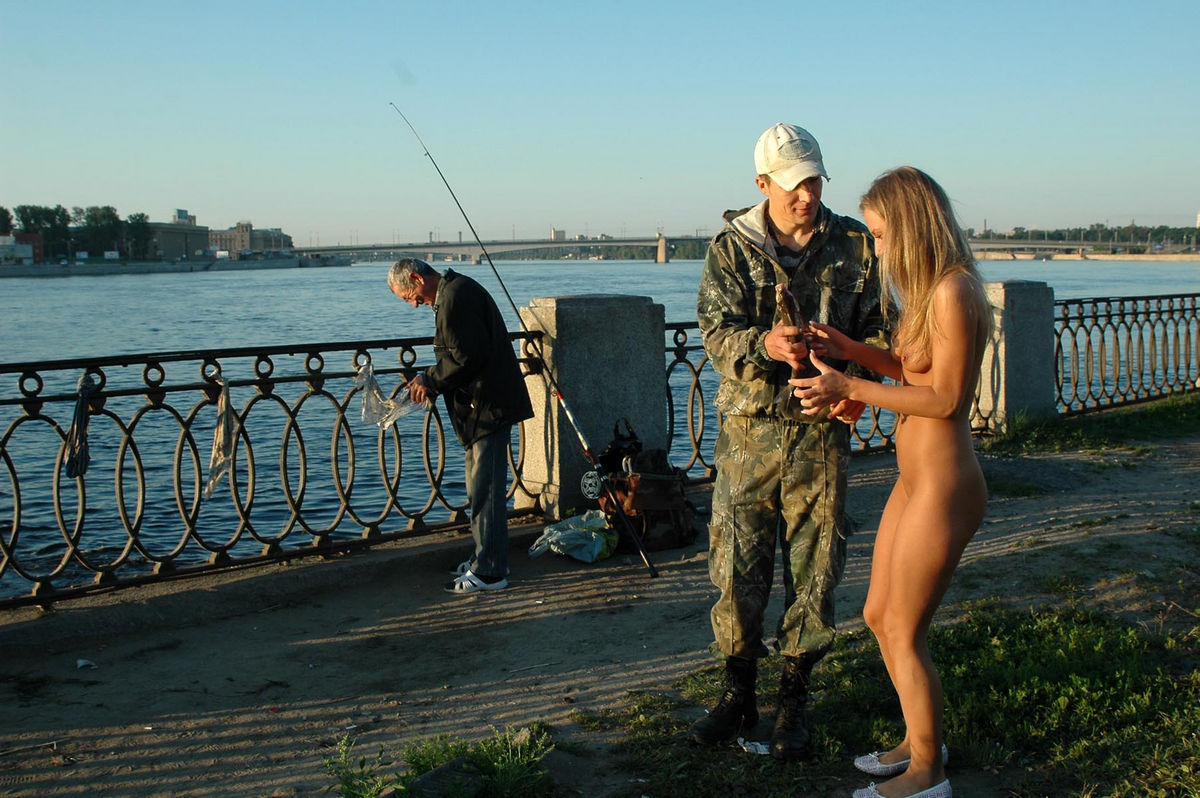 Nice Sporty Blonde Posing Naked At Public With Stranger -2727