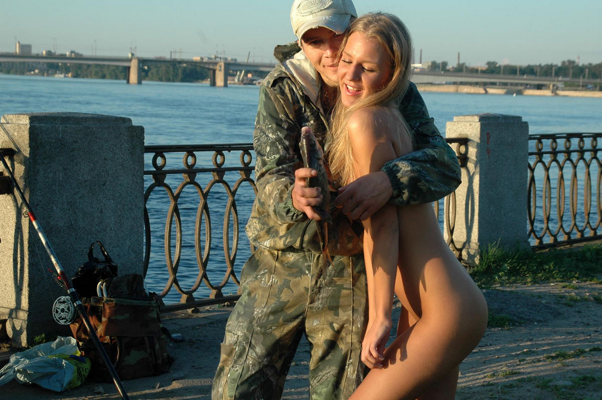 Nice Sporty Blonde Posing Naked At Public With Stranger -6329