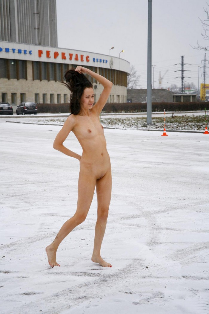 Amazing Sporty Brunette Posing Totally Naked At Winter -9074