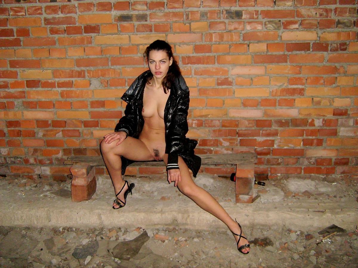 Beautiful Russian Girl With Sporty Body Posing In -2679