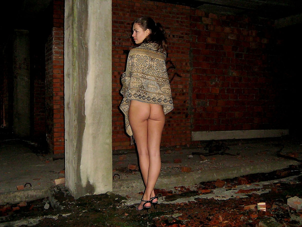 wet nuket girls sex photo