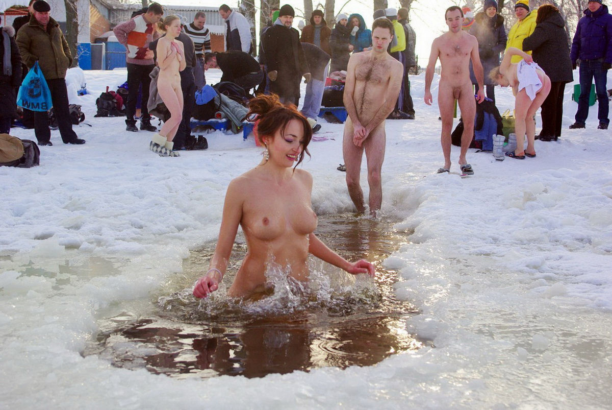 Big Group Of Russian Nudists Swimming Naked At Winter -8108