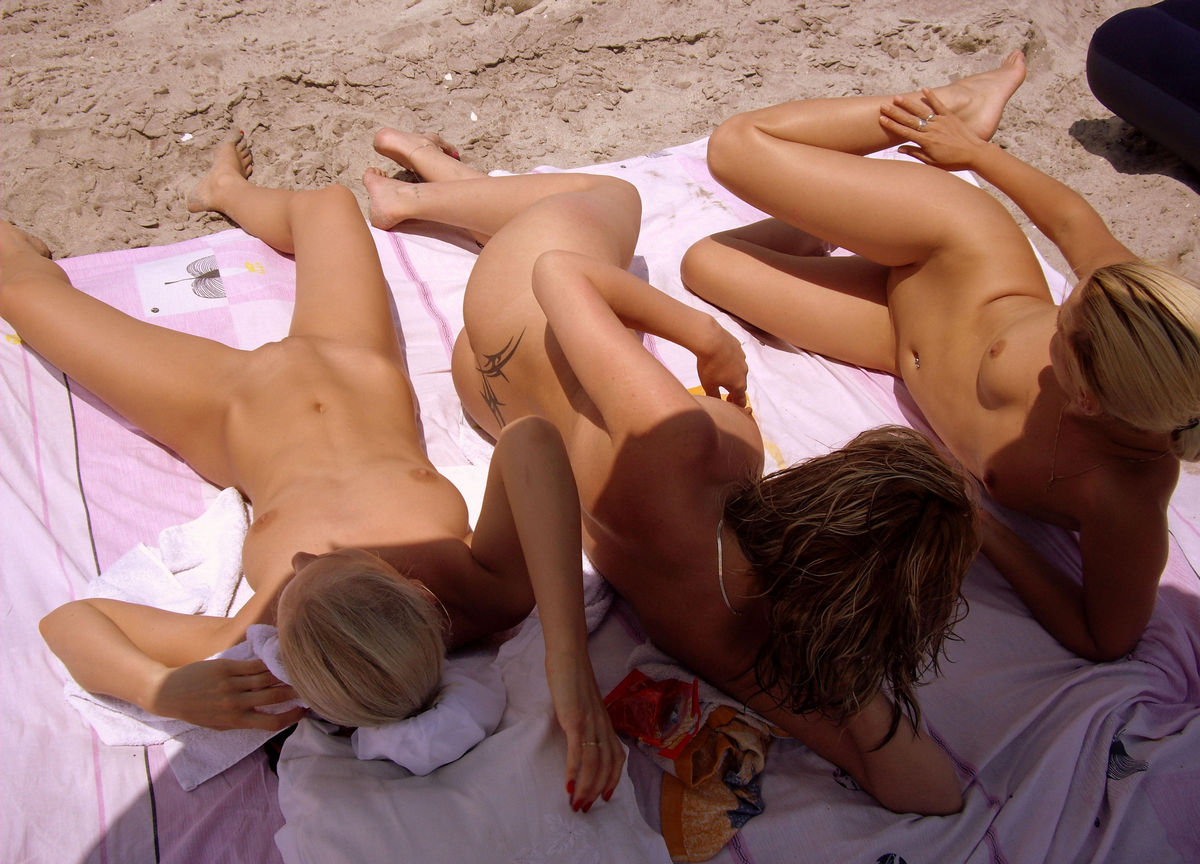Group Of Amateur Swingers Have Fun On The Beach  Russian -8315