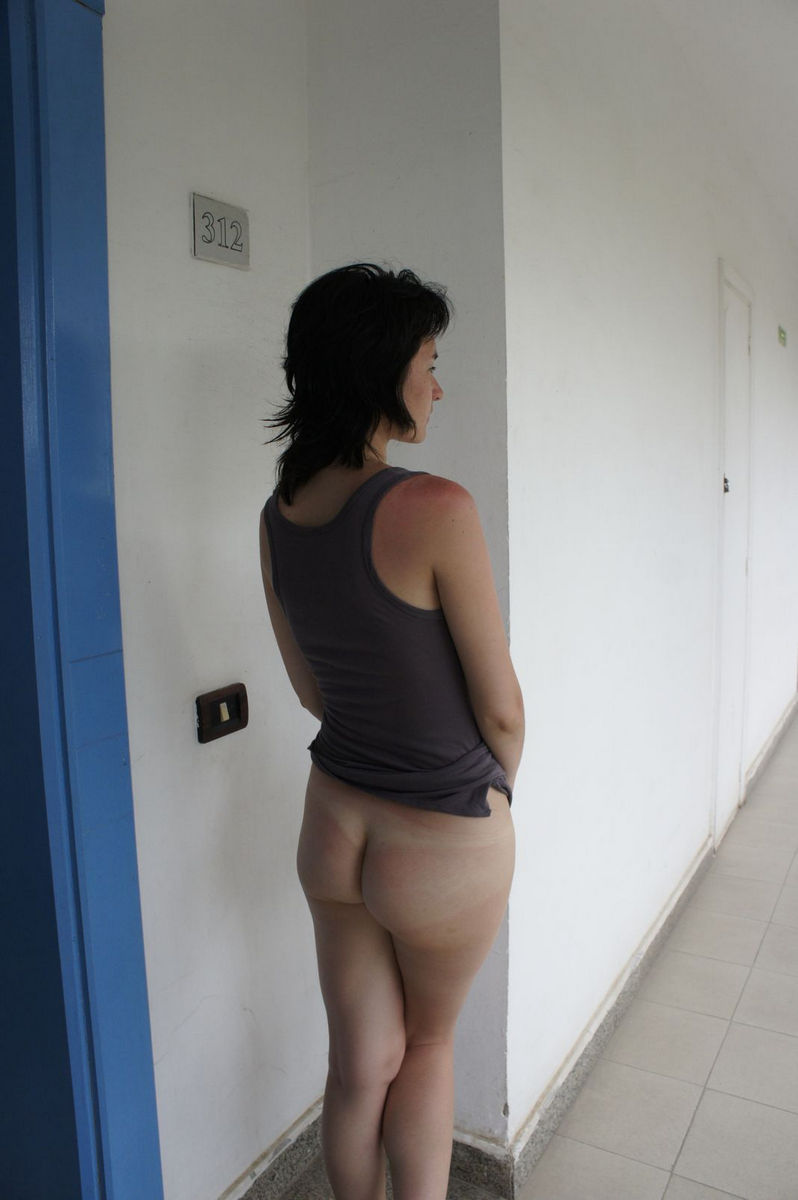 young girls in hotel nude