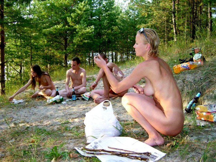 Amateur rideing cock outdoors