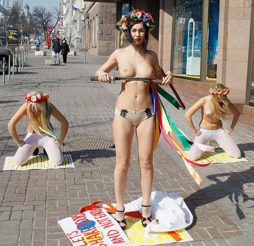 Nude demonstration fucks clip