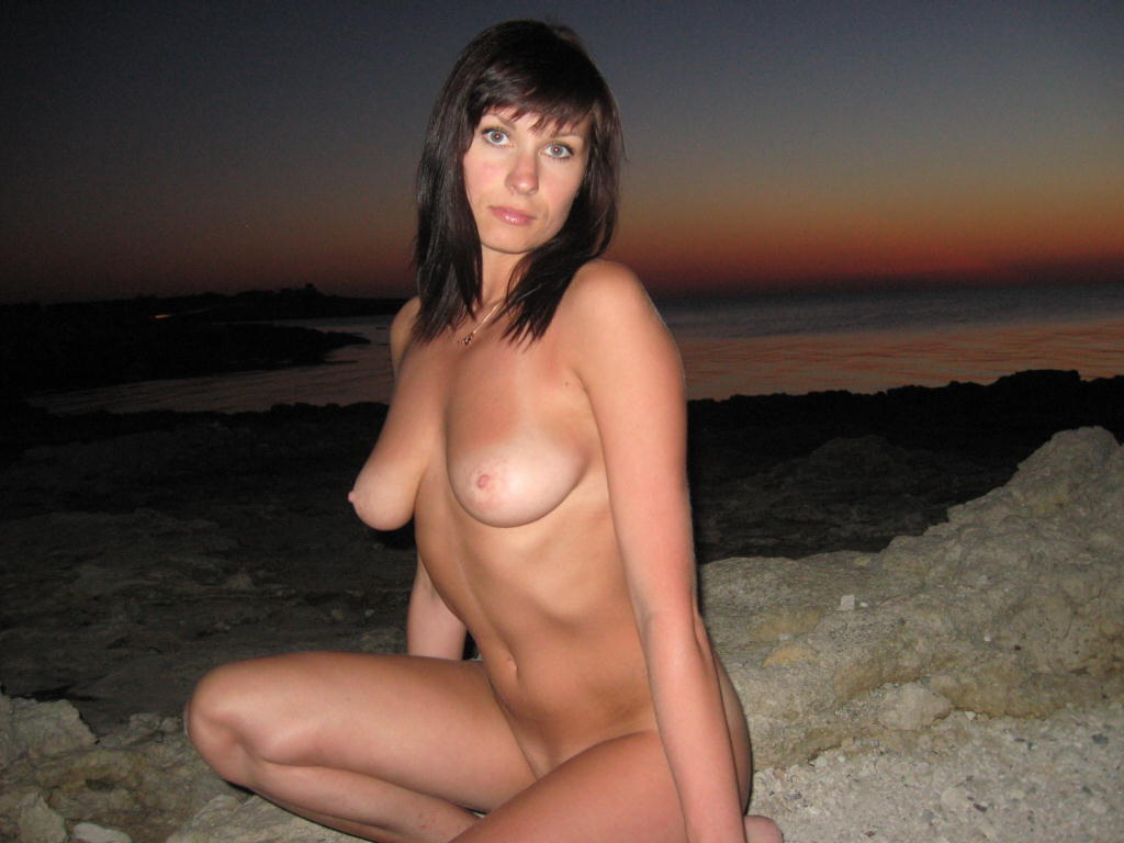 Hot Russian Brunette Mif Posing On The Beach At Sunset -5085