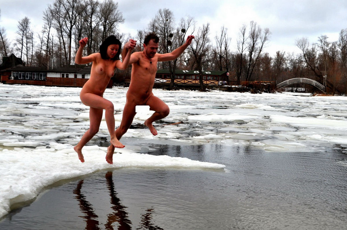Russain Nudists Likes To Be Naked Even At Winter  Russian -1676