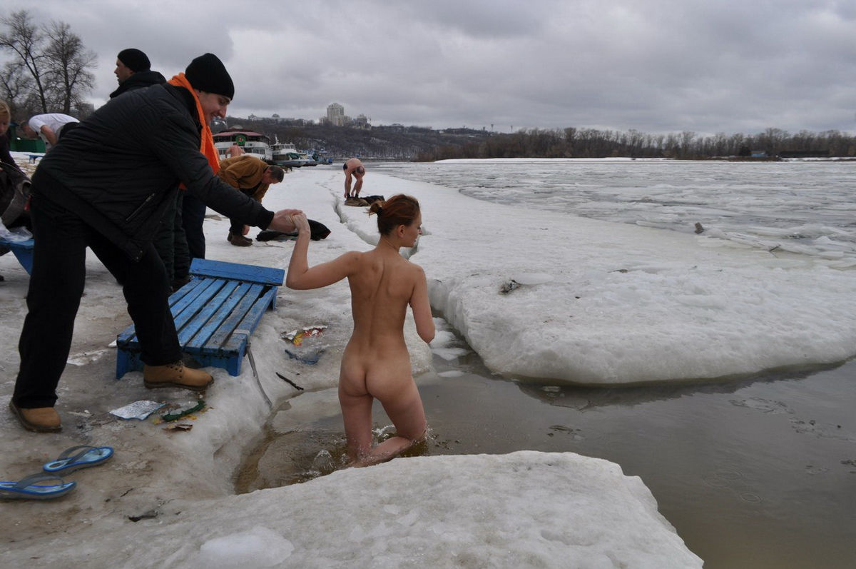 Russain Nudists Likes To Be Naked Even At Winter  Russian -9562
