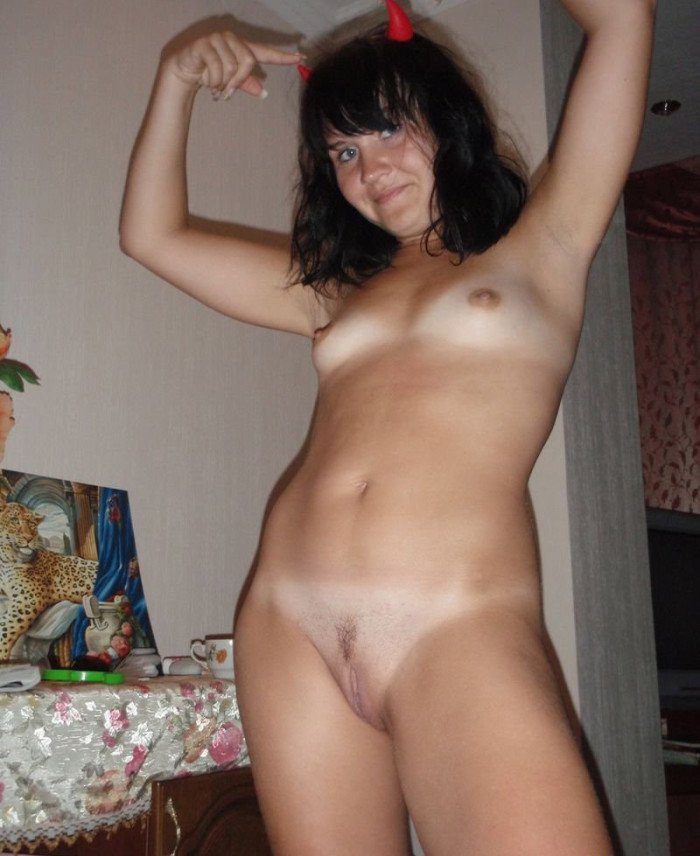 MILF with devil's horns is showing off her tanned elastic body shapes.jpg