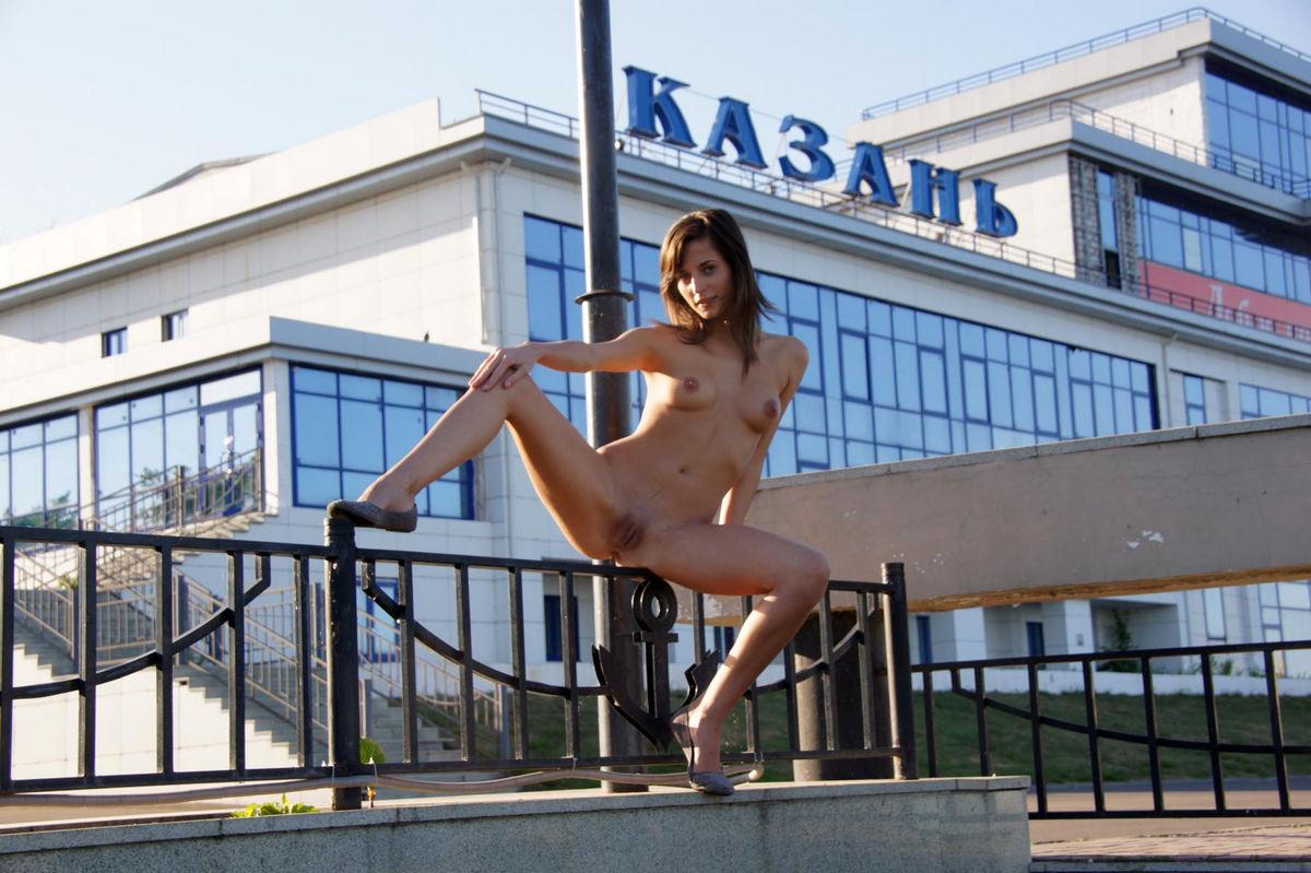 fotosessiya-nyu-devushek-kazani-russkoe-porno-muzha-zheni-i-druga