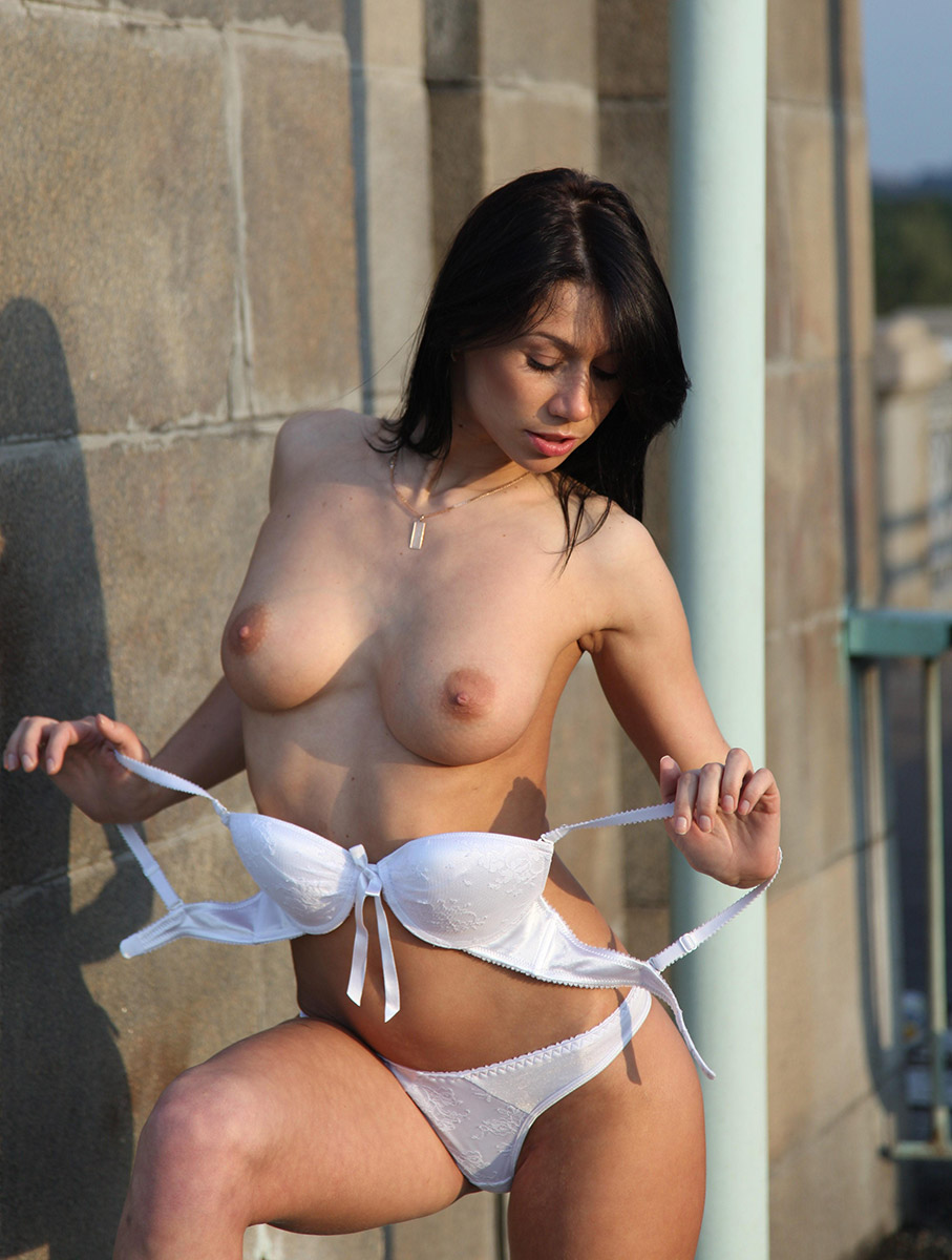Amazing Sporty Brunette With Ideal Boobs Posing Topless At Public -2906
