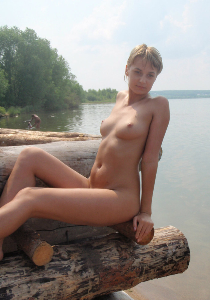amature blonde beach nudes