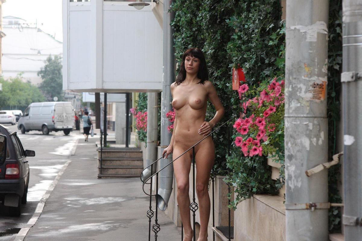 milfs-naked-public-girls