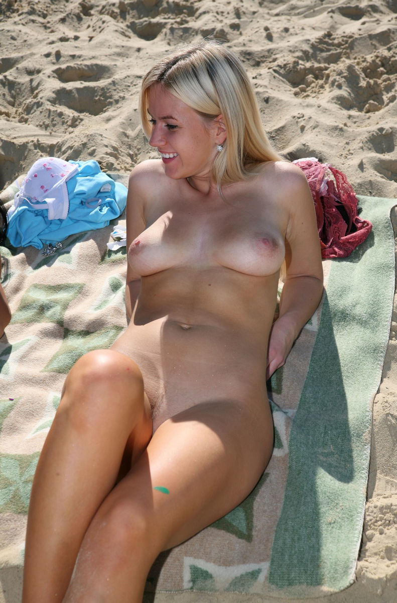 Amateurs naked young