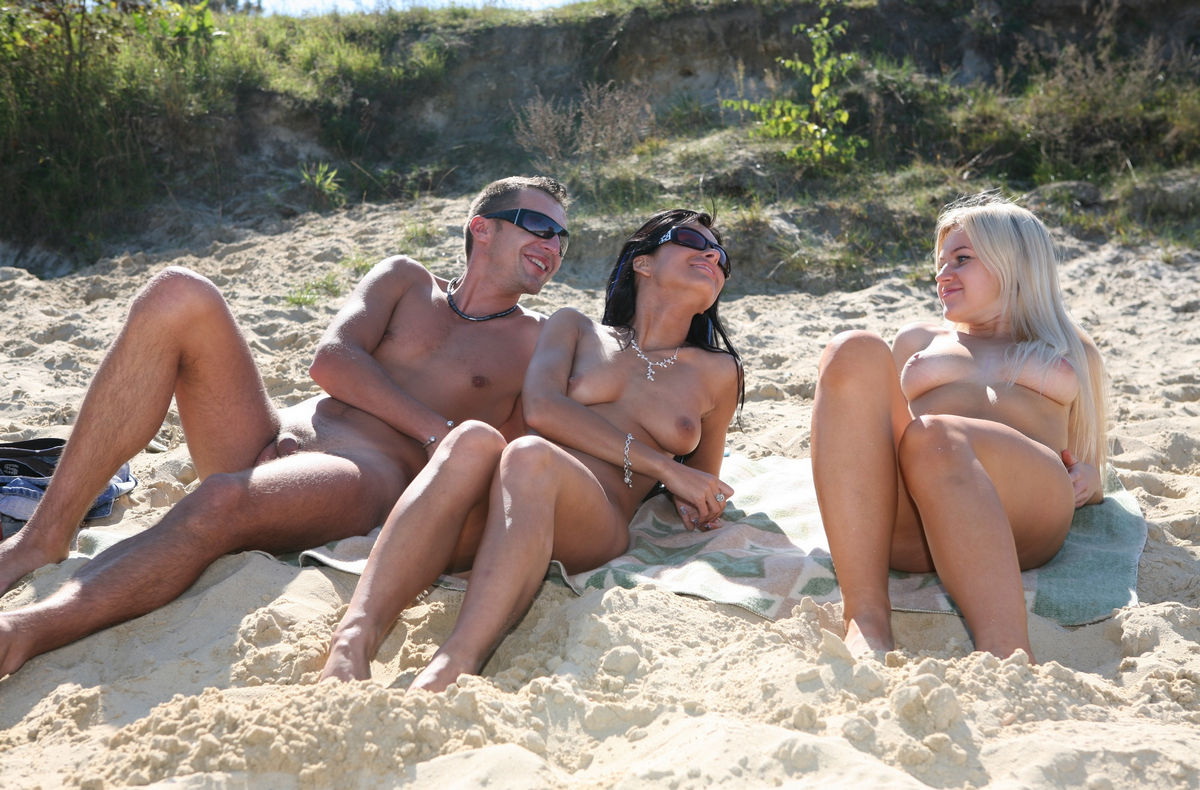 Group Of Young People Have Fun Naked At Beach  Russian -1063