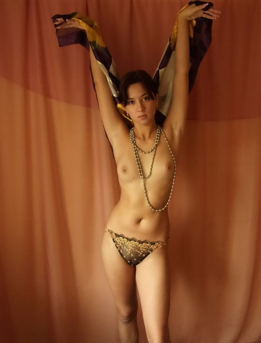 Lovely Short-Haired Brunette With Amazing Tits Posing -4269