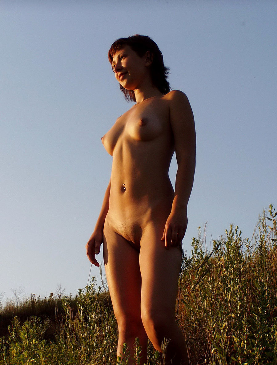 Sexy naked short women