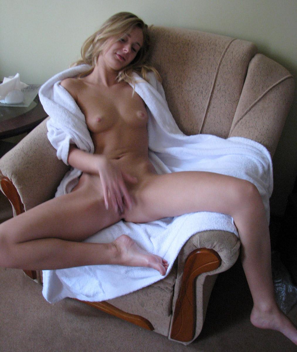 Hanna Hilton model fingering